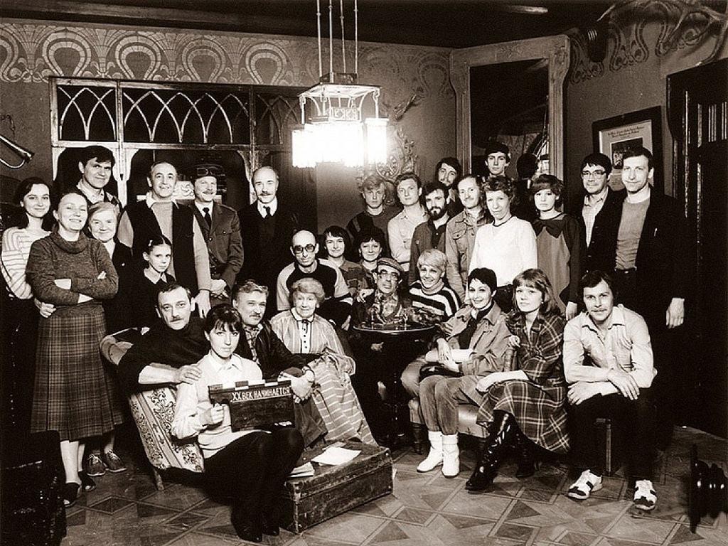 Режиссер Игорь Масленников и съемочная группа фильма «Шерлок Холмс.  ХХ век начинается»