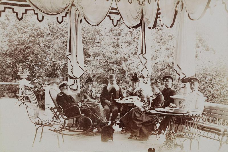 1890-е. Александр Дмитриевич Шереметев и его гости на веранде