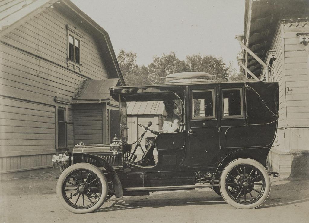 1900-е. Автомобиль с водителем