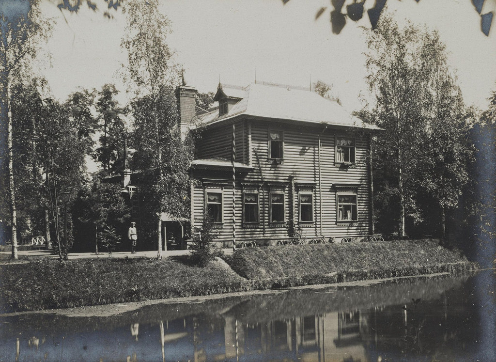1900-е. Дом на берегу водоема