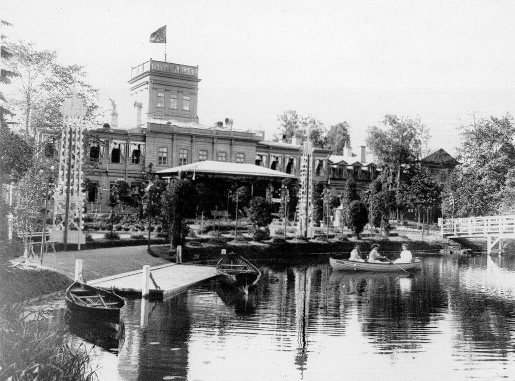 1908. Фасад здания имения