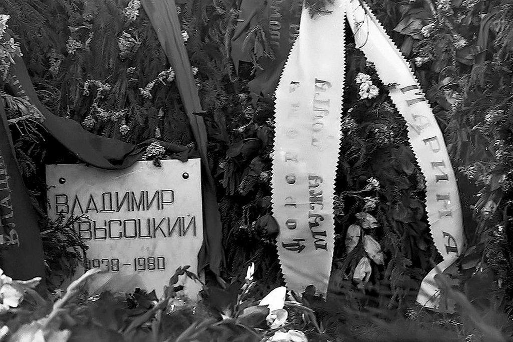 37-let-nazad-sostoyalos-proshanie-s-vysockim-smqf