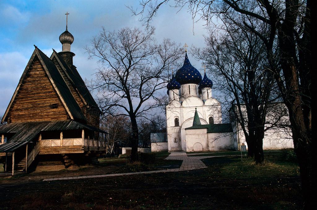 1972. Суздаль. Кремль. Церковь Николая Чудотворца и Рождественский собор.
