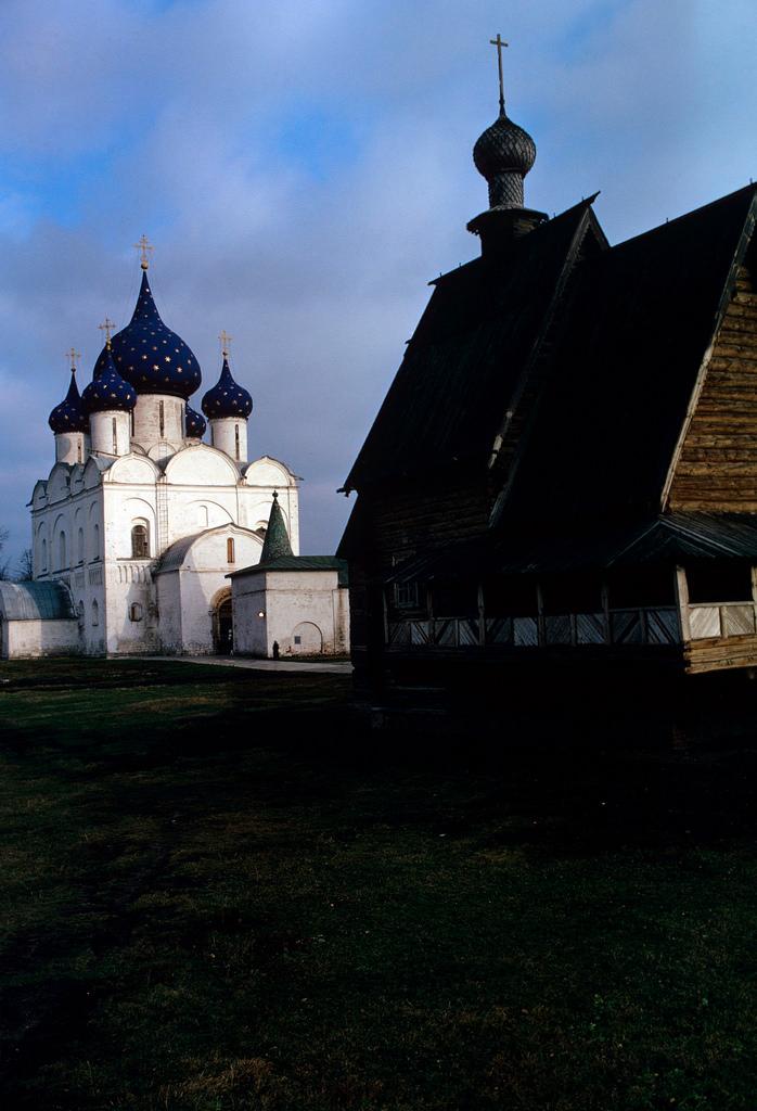 1972. Суздаль. Кремль. Церковь Николая Чудотворца и Рождественский собор
