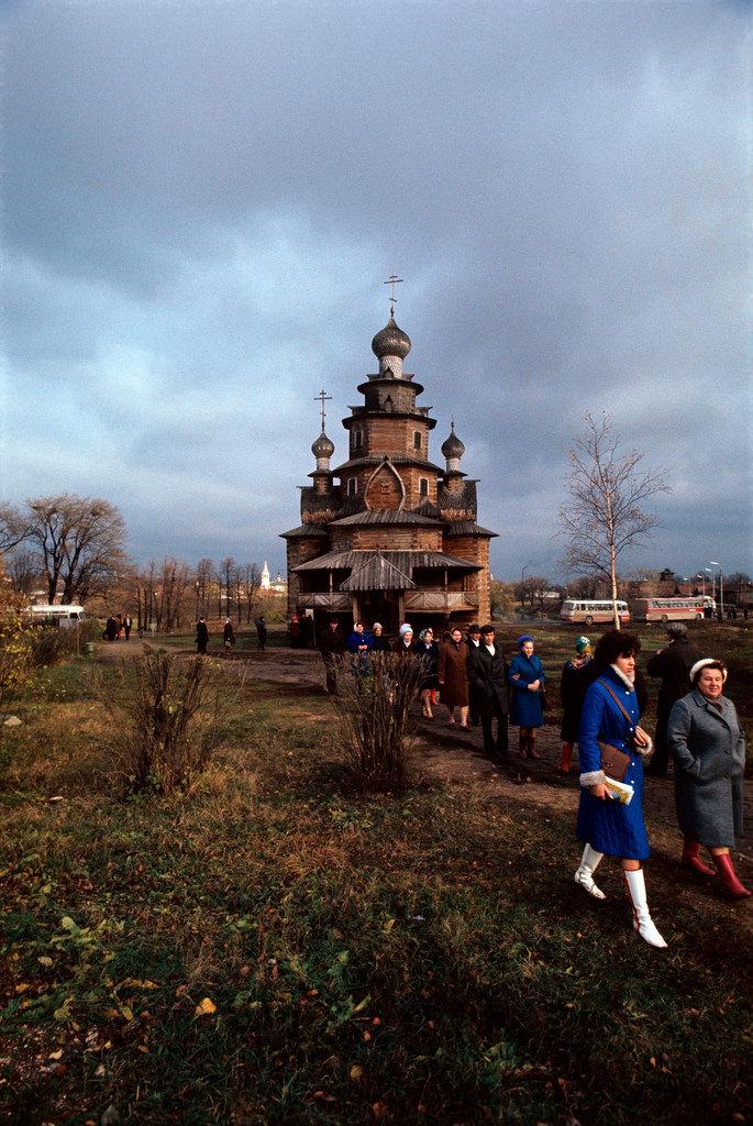 1972. Суздаль. Церковь Преображения Господня из Козлятьево.