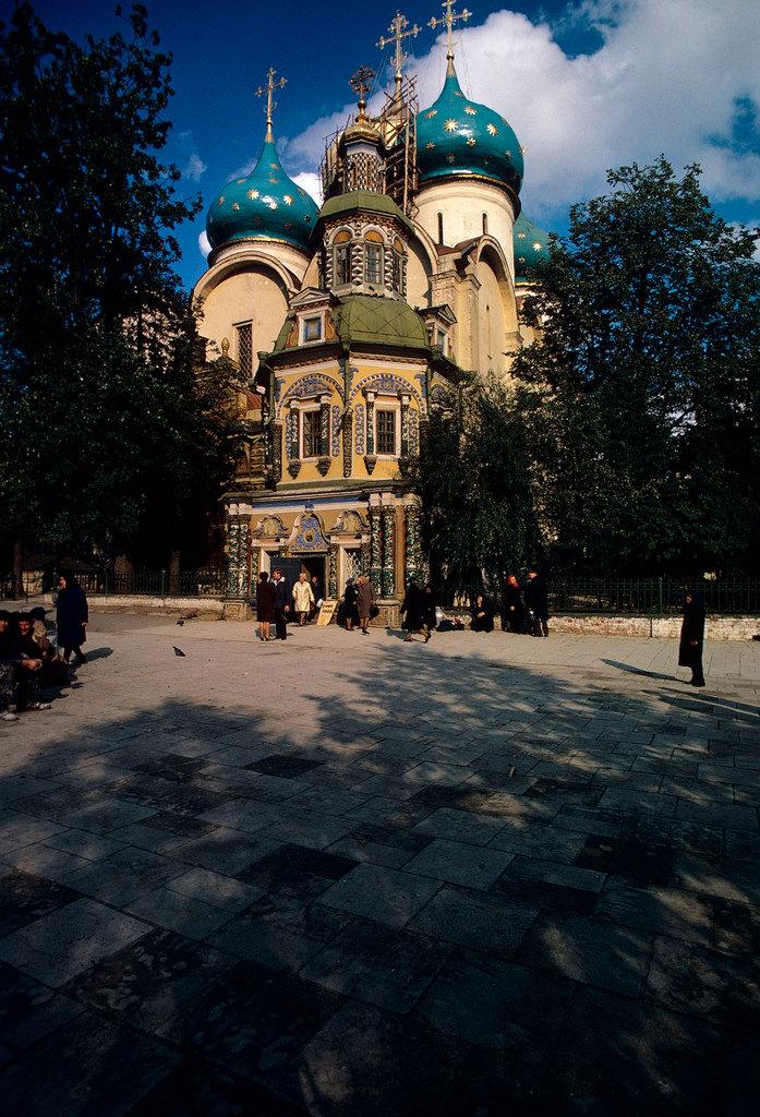 1972. Троице-Сергиева лавра. Надкладезная часовня и Успенский собор
