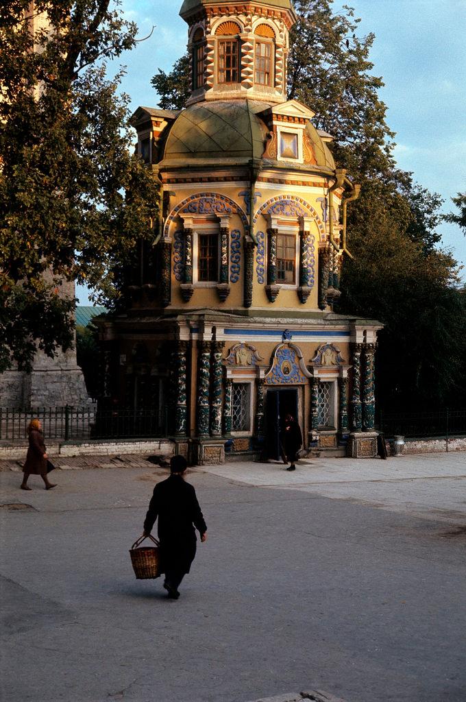 1972. Троице-Сергиева лавра. Надкладезная часовня
