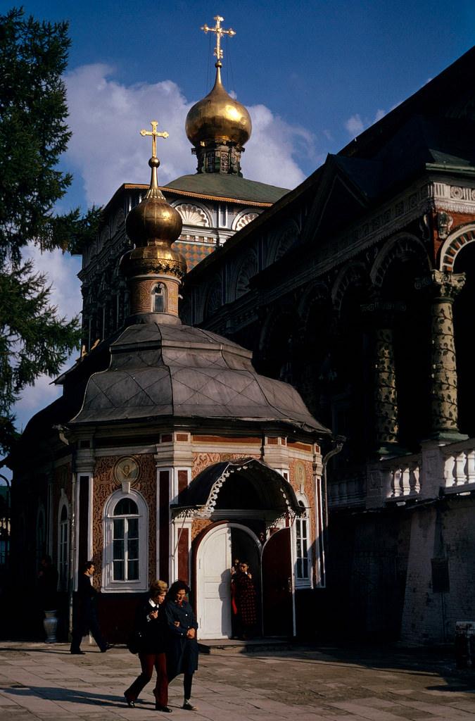 1972. Троице-Сергиева лавра. Церковь Сергия Радонежского и Трапезная церковь