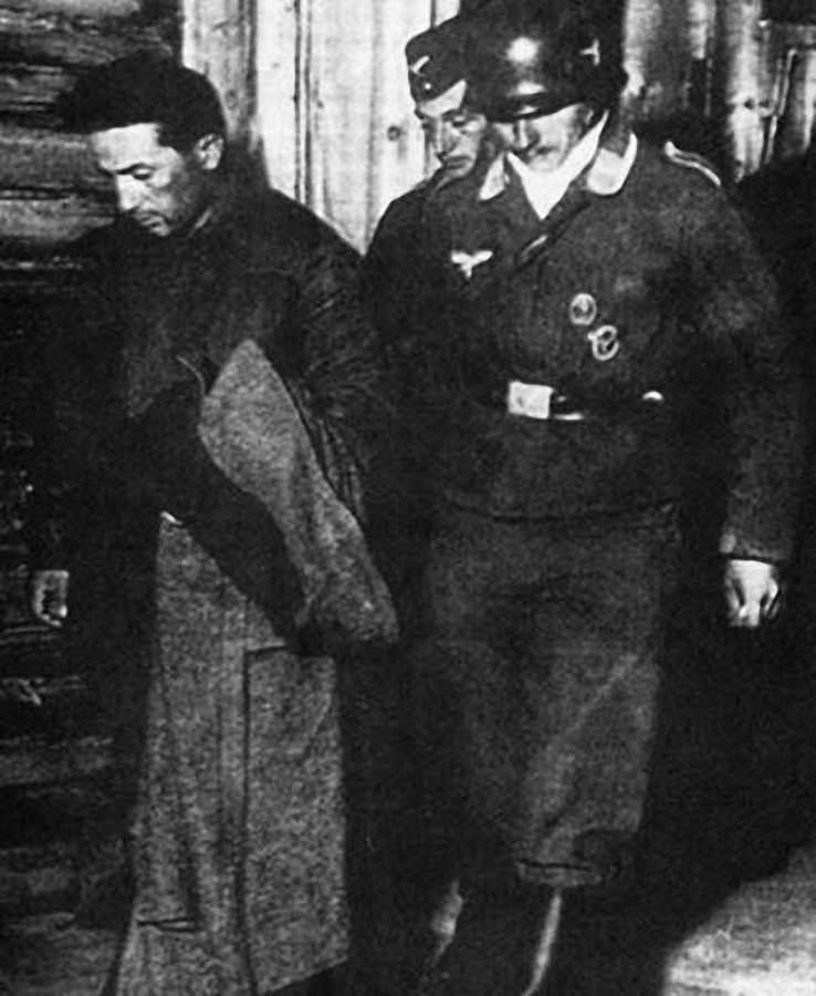 Старший лейтенант Яков Джугашвили, сын Сталина, сдавшийся в плен немцам1
