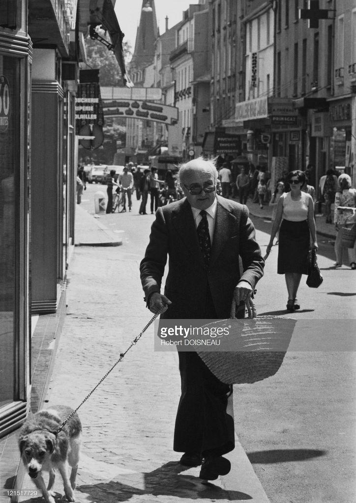 1975. Старик с собакой. Париж