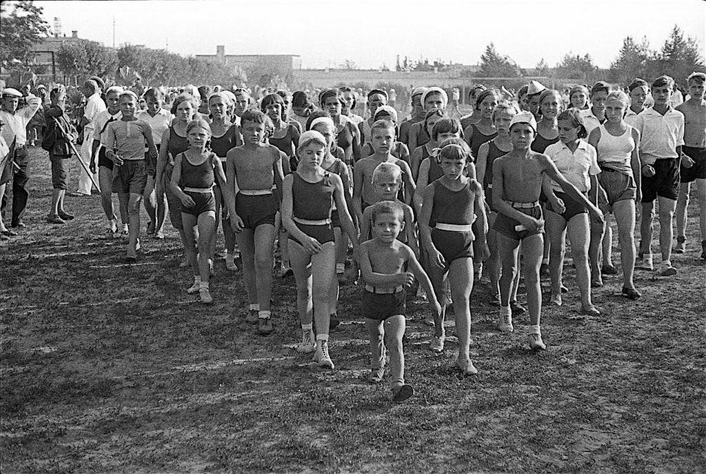 1938. Дети