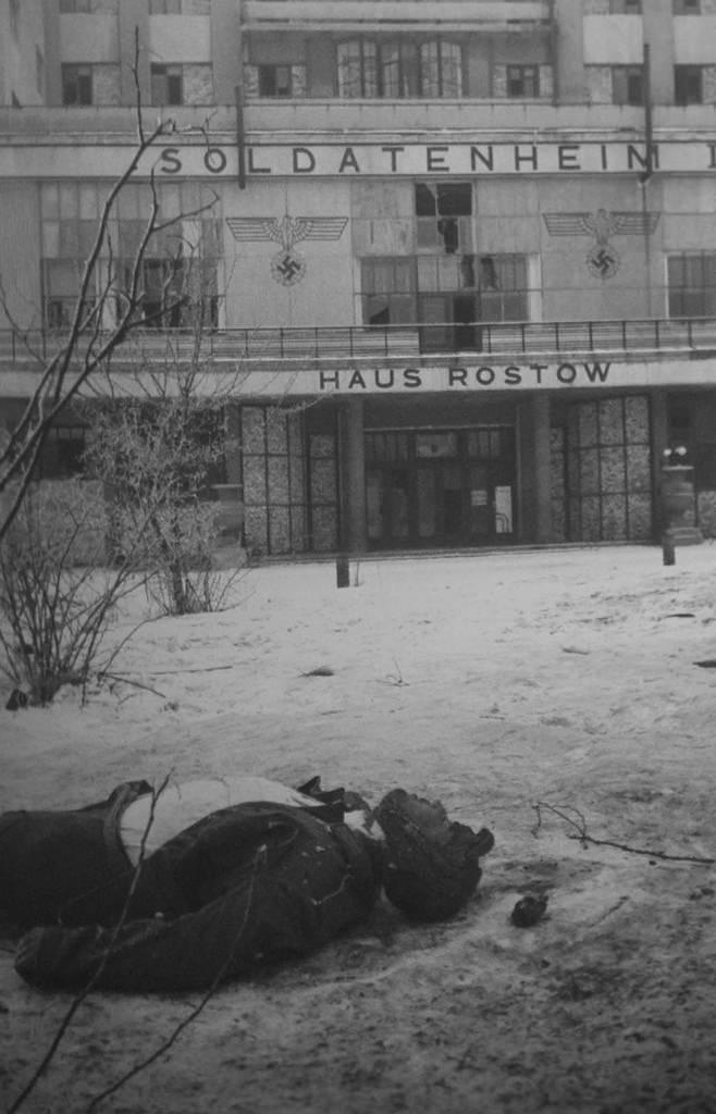 1943. Труп немецкого солдата на улице Ростова-на-Дону