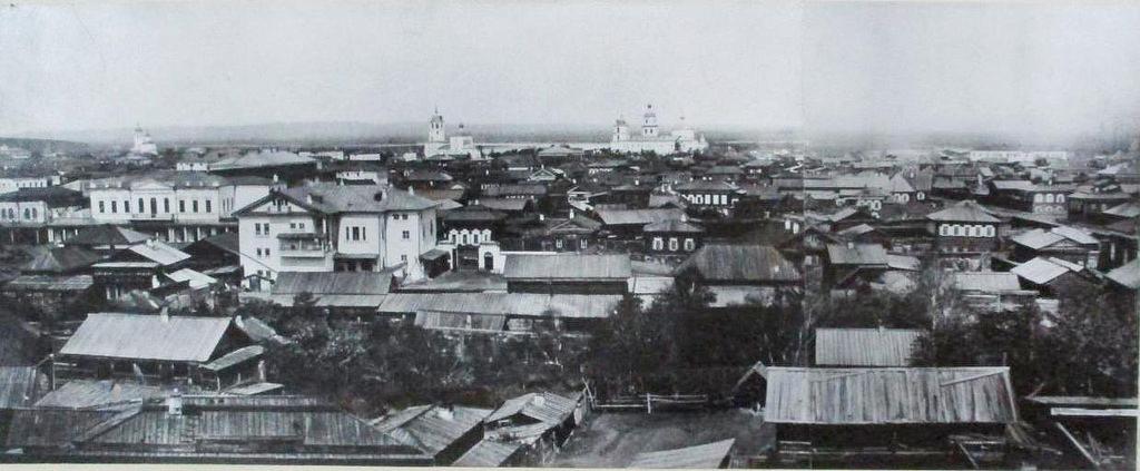 Вид  с колокольни Харлампиевского храма