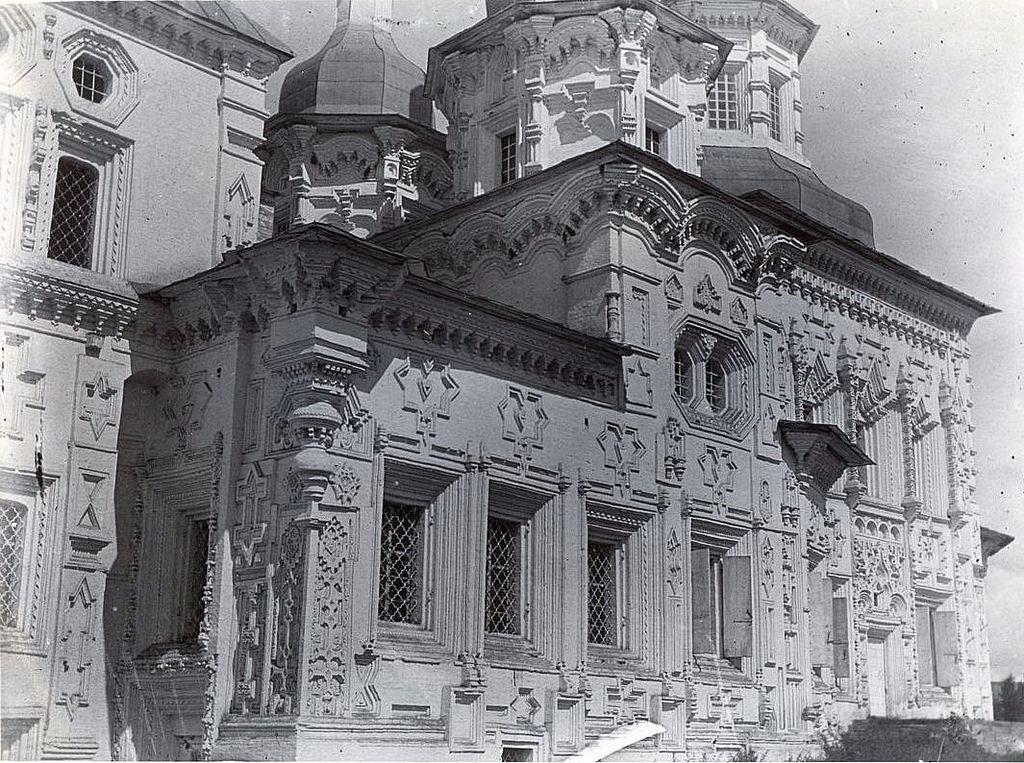 Крестовоздвиженская церковь. Вид на южную сторону храма