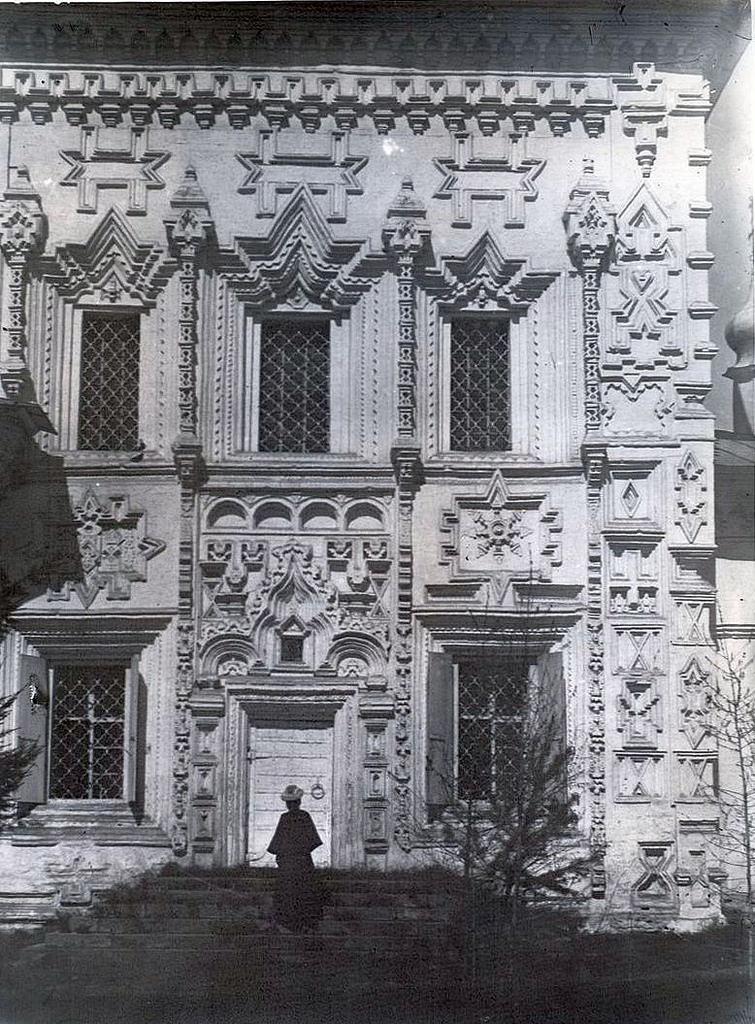 Крестовоздвиженская церковь. С южной стороны церкви