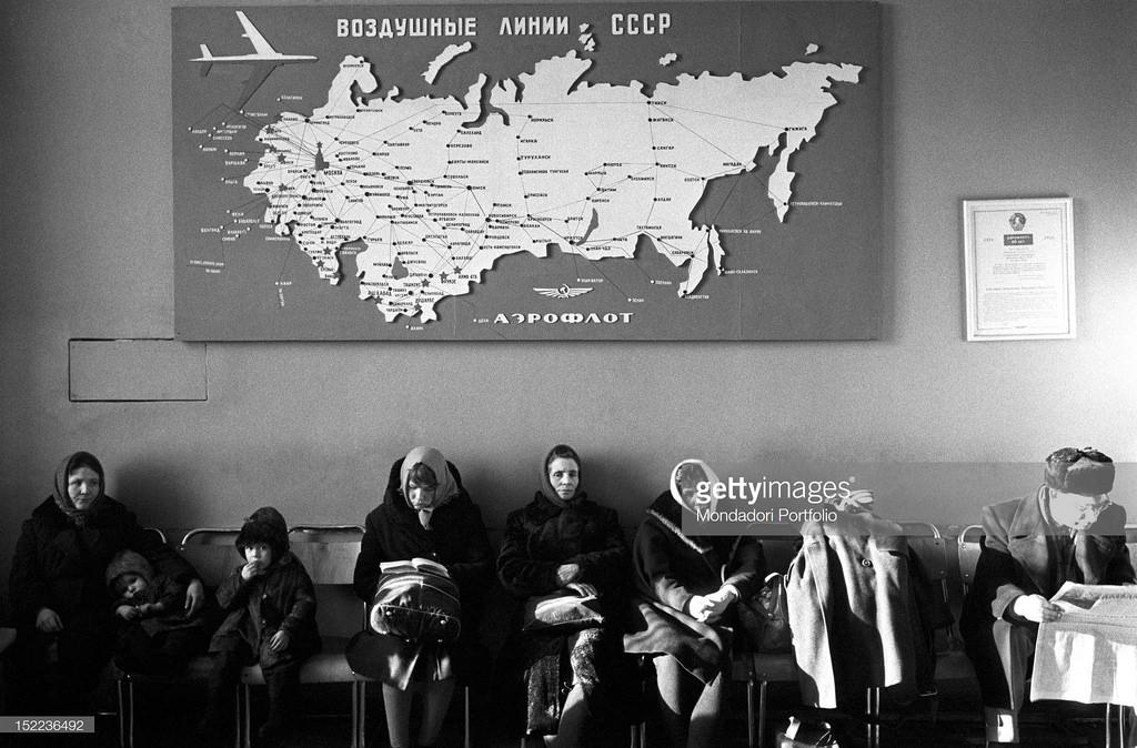 Где-то в Сибири. Здание аэропорта