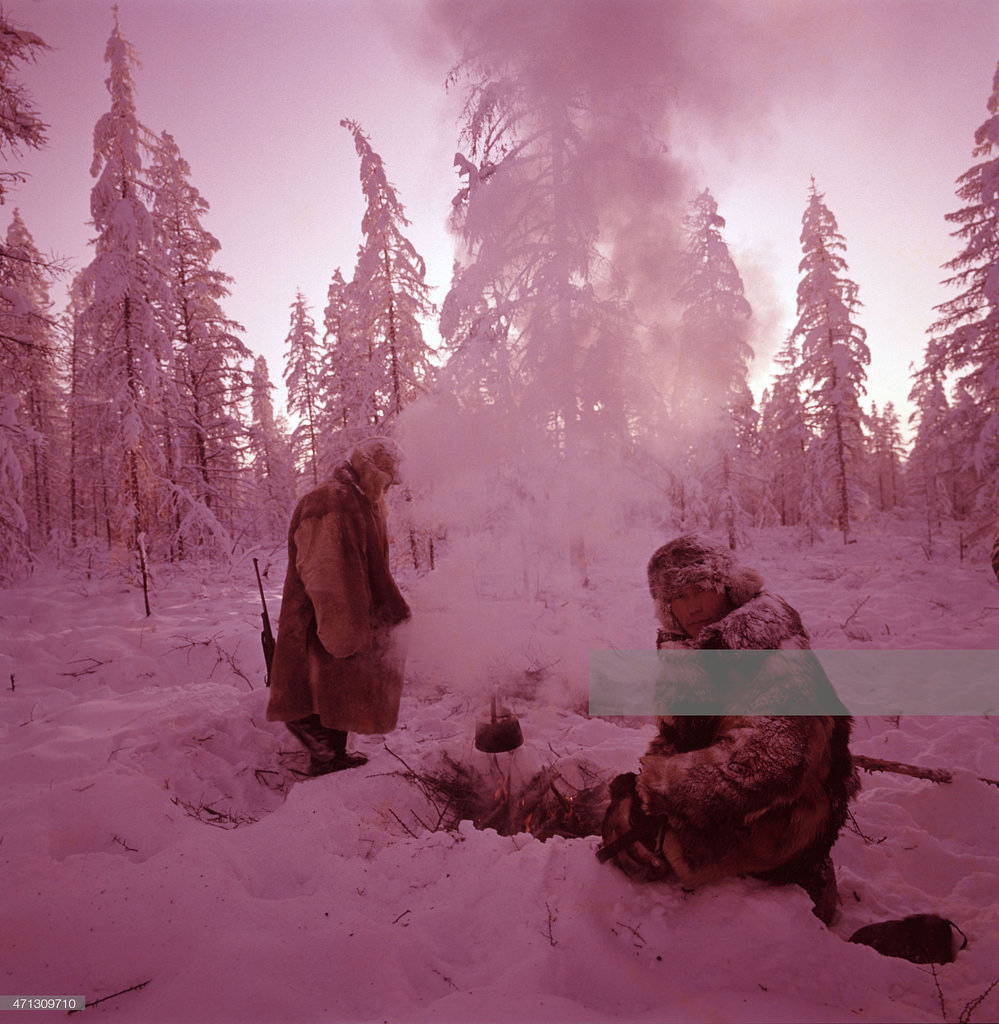 Якутия. Итальянский альпинист Вальтер Бонатти и журналист Брунелло Вандано зимой в 65 градусный мороз