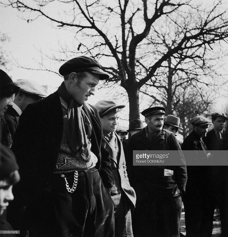 1930-е. Мужчины на улице