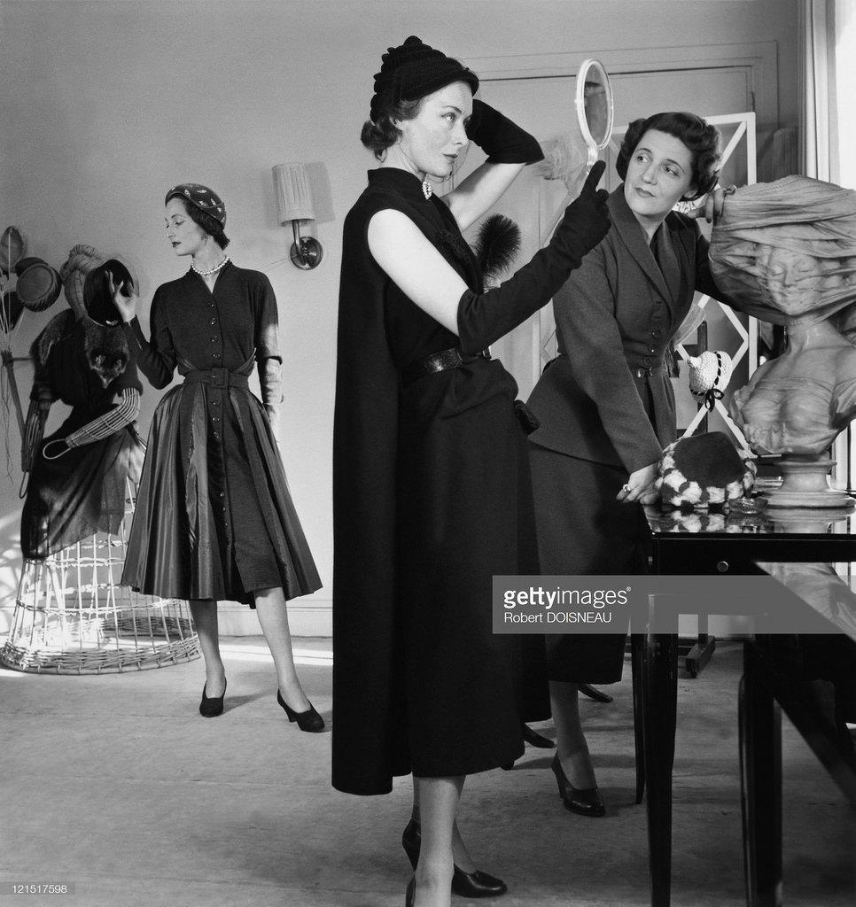1950. Модель и манекен
