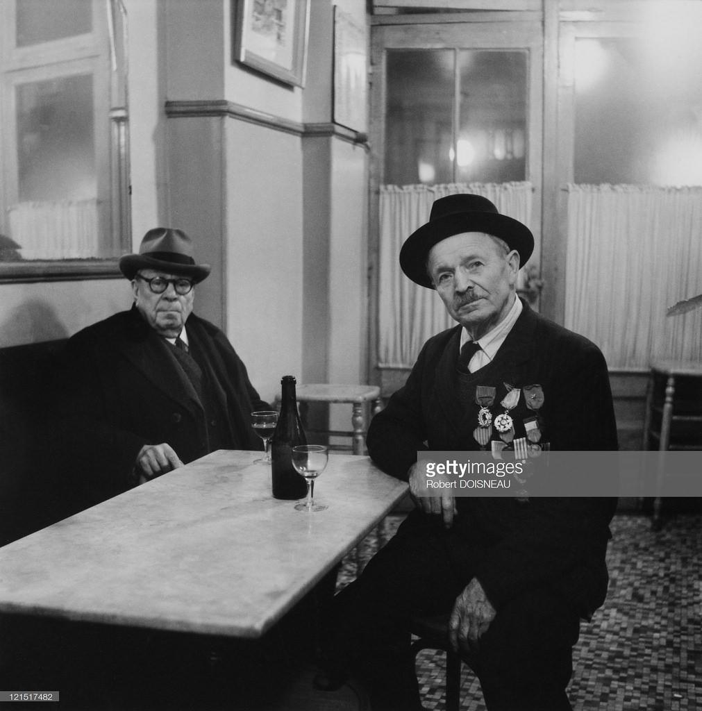 1950-е. Мужчина в баре