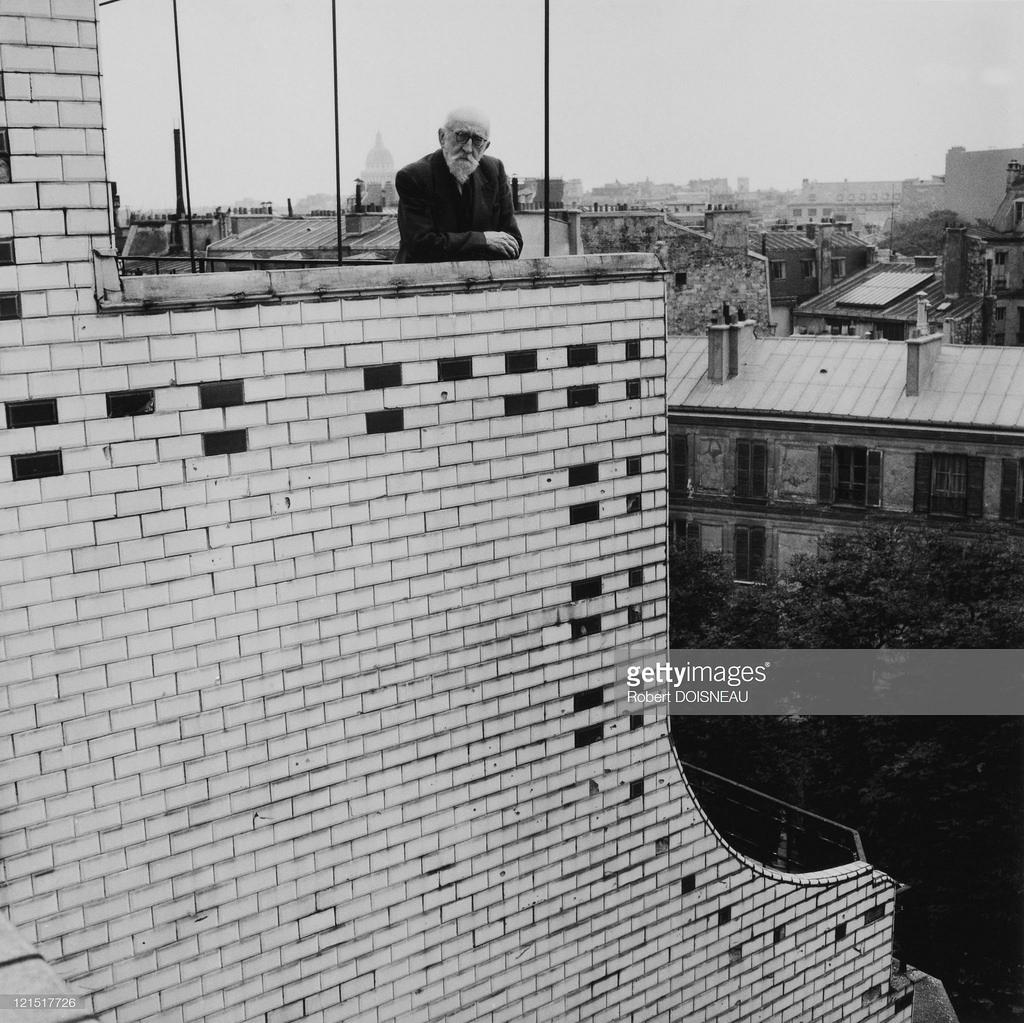 1956. Портрет художника Фрэнсиса Журдена в здании на Монпарнасе