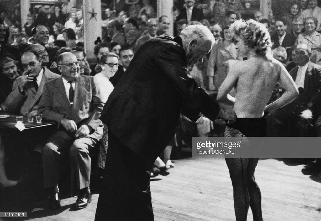 1958. В парижском кабаре