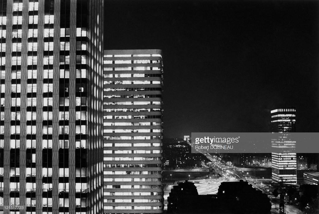 1970. Париж, общий вид района в ночное время от башни Эссо