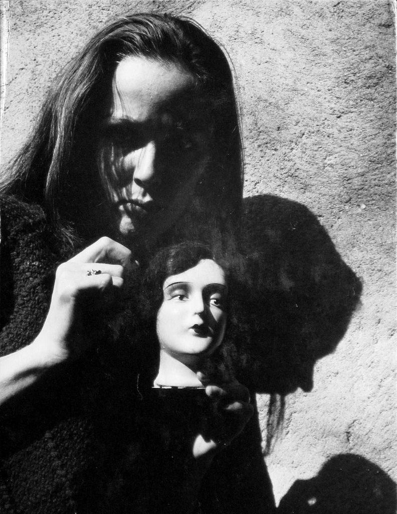 1962. Брук Хейворд с куклой