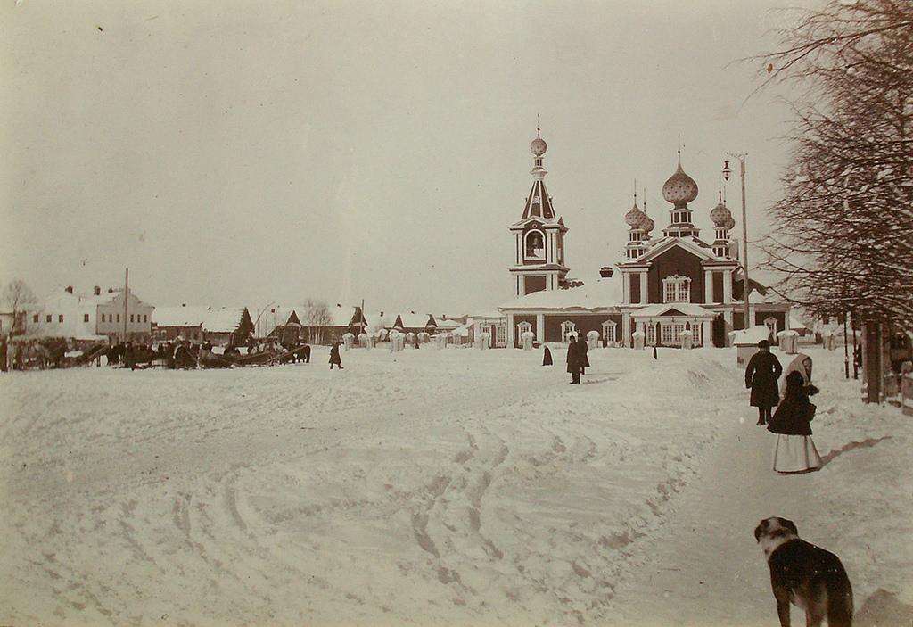 Петропавловская церковь и базарная площадь с. Тезина. 1912