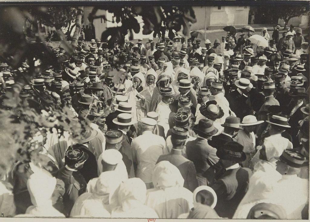 Главнокомандующий французскими войсками в Марокко генерал Лиотэ посещает выставку