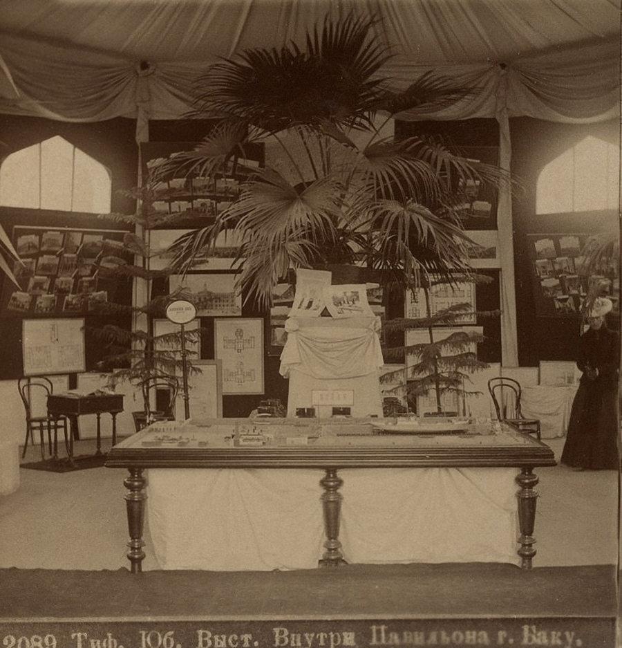 Внутри павильона г. Баку