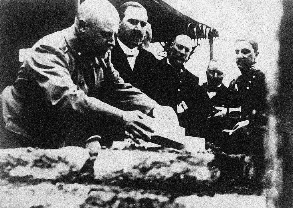 04. Закладка первого символического камня в фундамент завода «АМО»  2 августа 1916