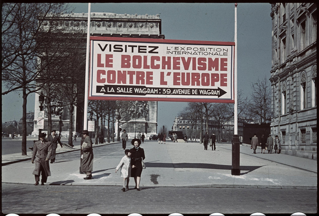 Плакаты на парижских улицах (2)