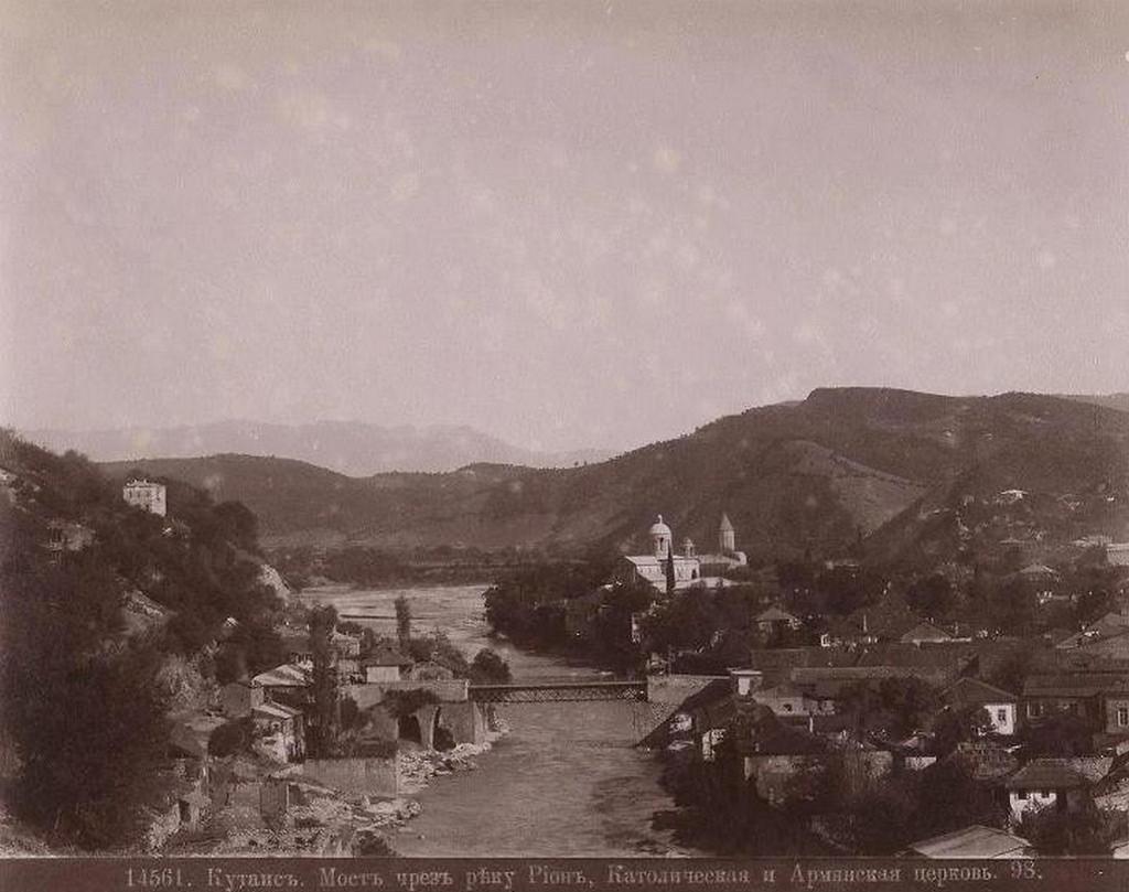 Мост через реку Риони, Католическая и Армянская церкви