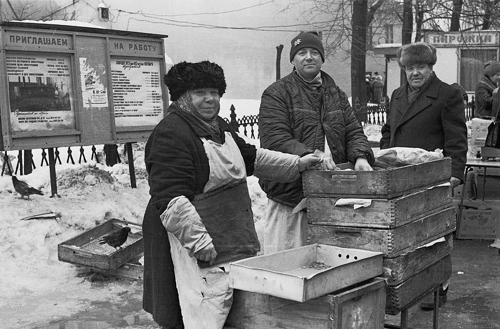1989. Продавцы пирожков у метро Бауманская