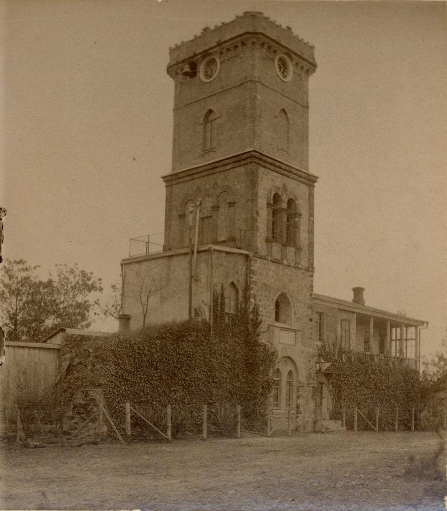 Башня, вход в сад
