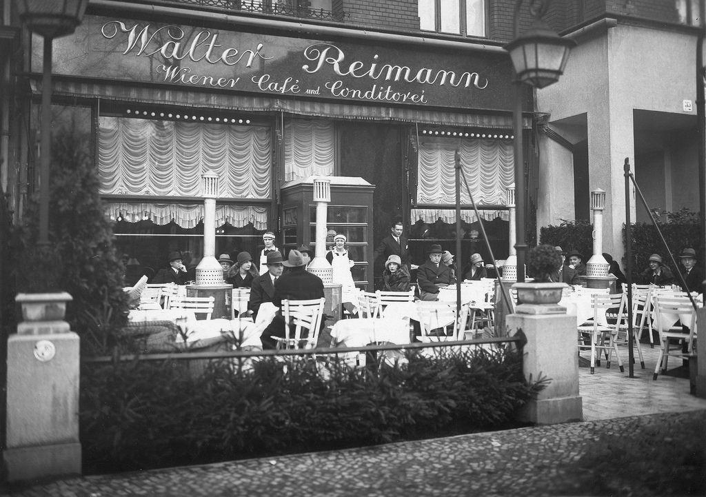 1925. Терраса кафе «Риманн» на Курфюрстендамм