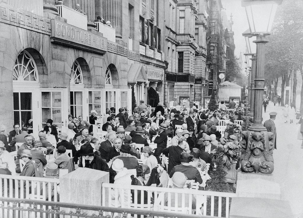 1926. Кафе на Курфюрстендамм