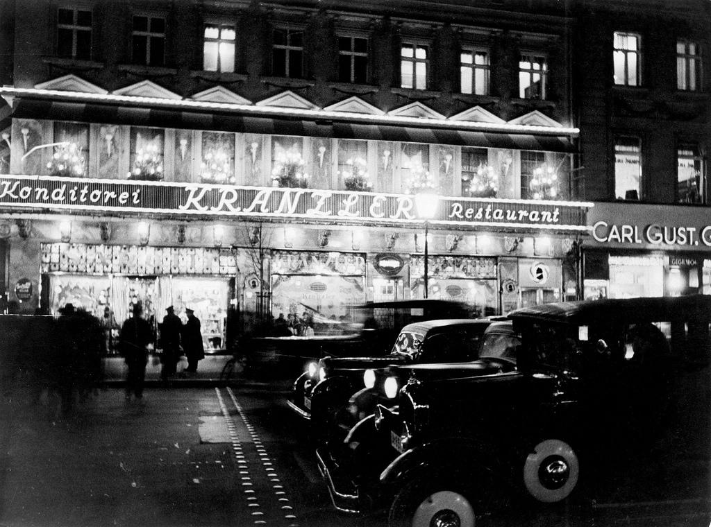 1930. Унтер-ден-Линден. Кафе «Кранцлер» ночью