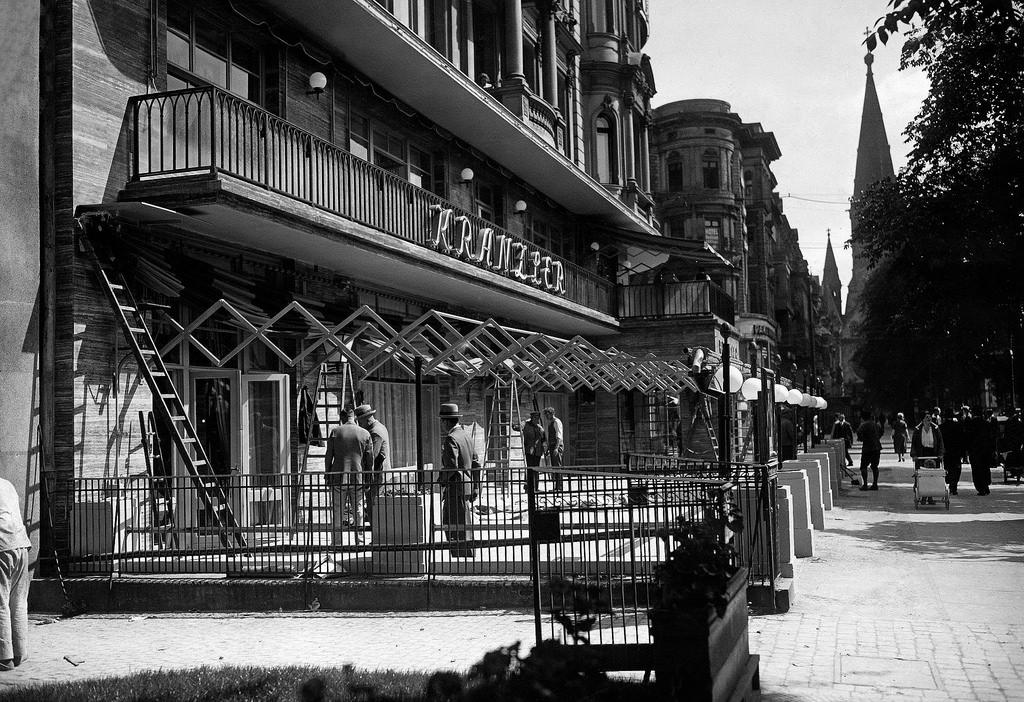 1932. Новое кафе «Кранцлер» на Курфюрстендамм