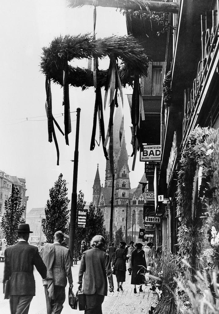 1937. Украшенная Тауентзиенштрассе