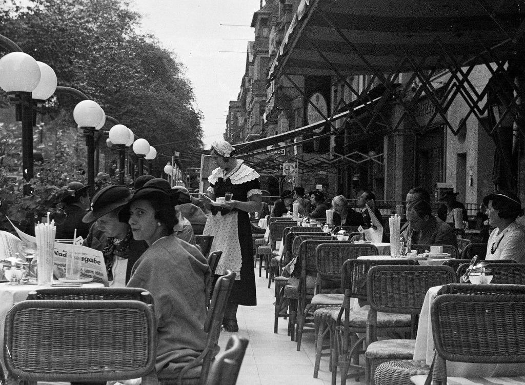 1938. Кафе «Кранцлер» на Курфюрстендамм
