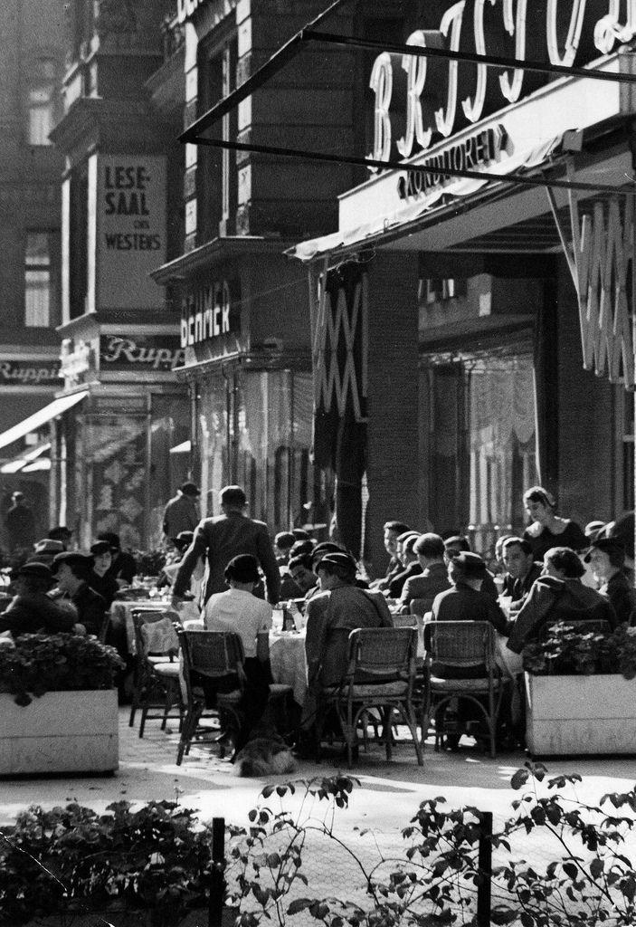 1938. Кафе «Бристоль»