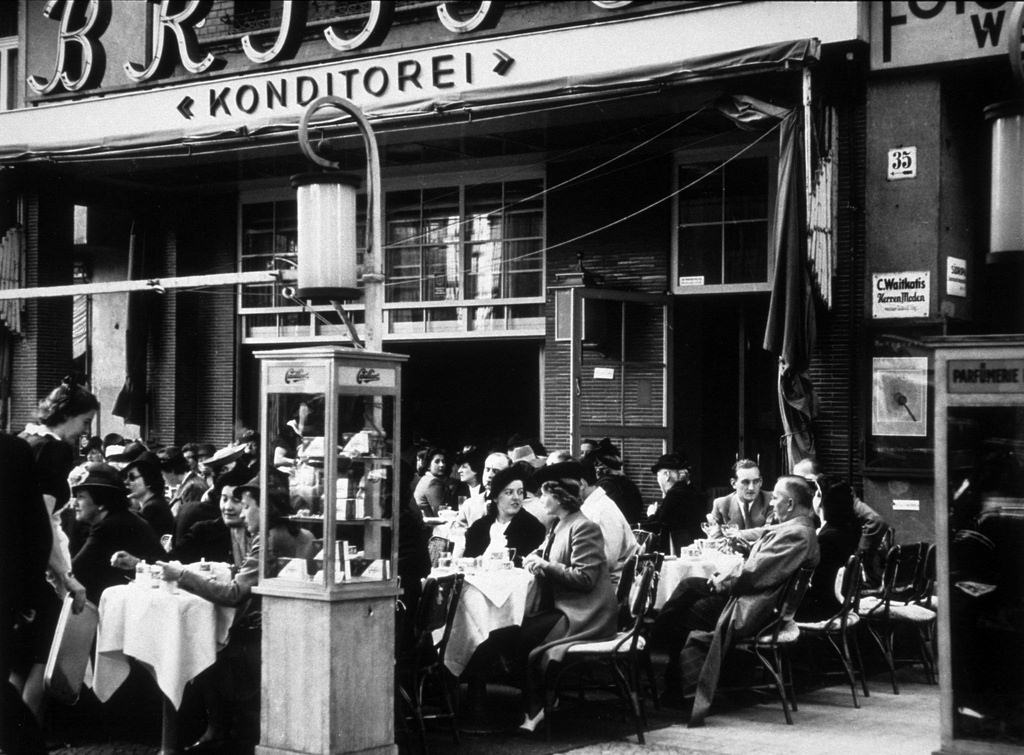 1939. Кафе «Бристоль»