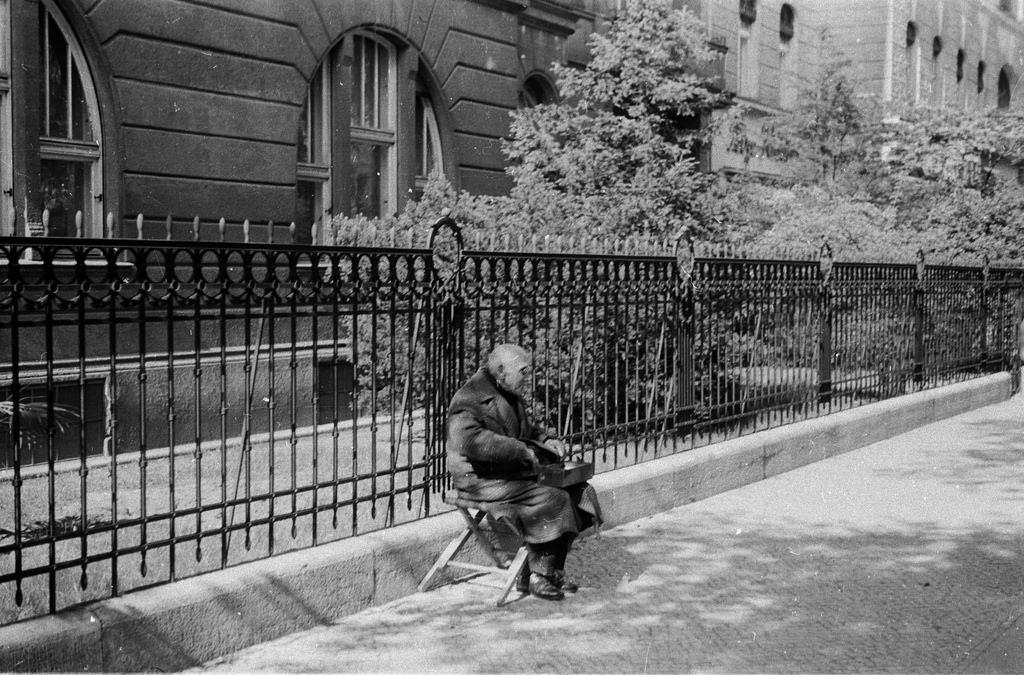 1939. Слепой, продающий спички на Курфюрстендамм