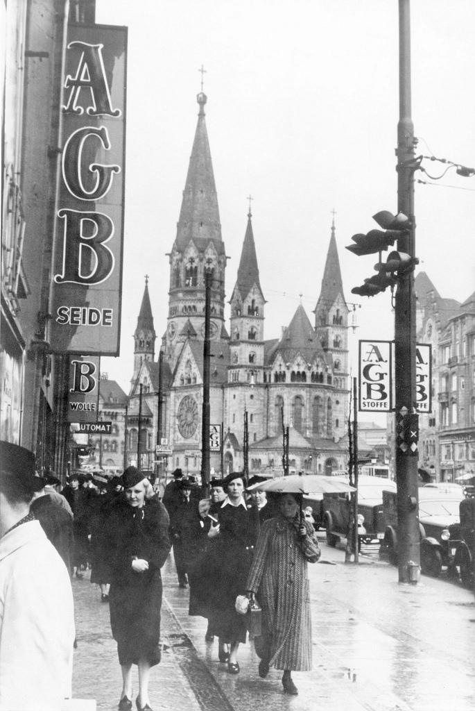 1939. Тауентзиенштрассе. Гедехтнискирхе