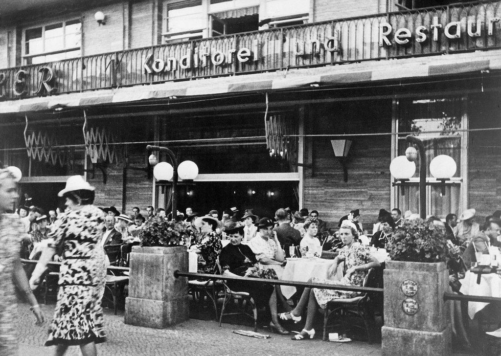 1939. Терраса кафе «Кранцлер» на Курфюрстендамм