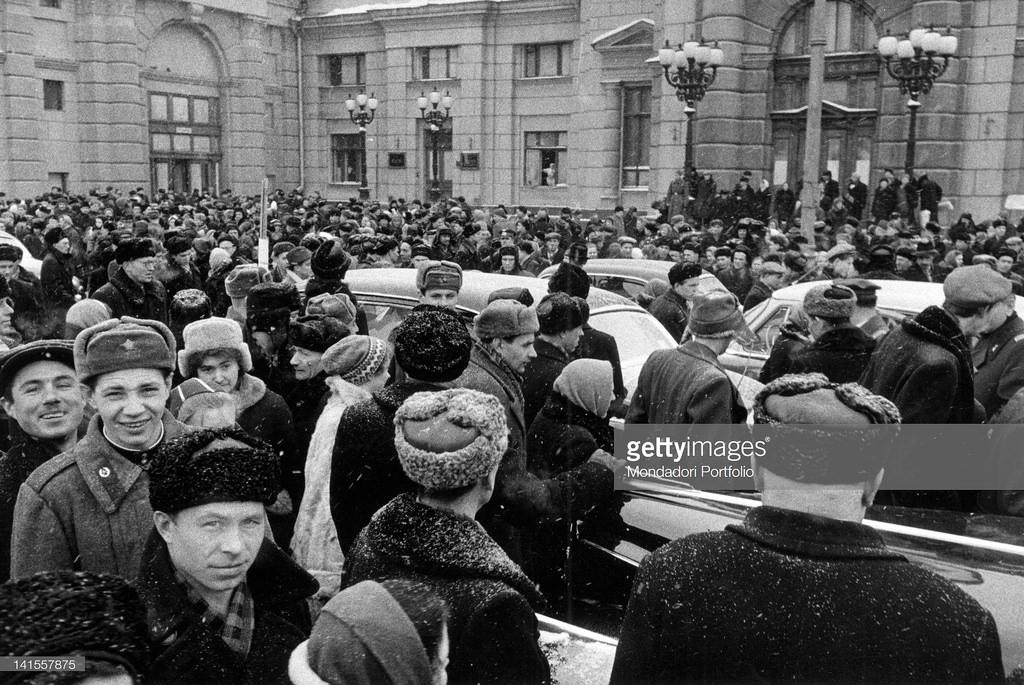 Толпа на одной из московских площадей