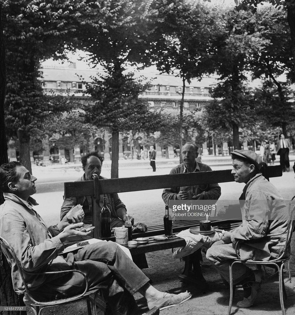 1950. Пикник возле Пале-Рояль