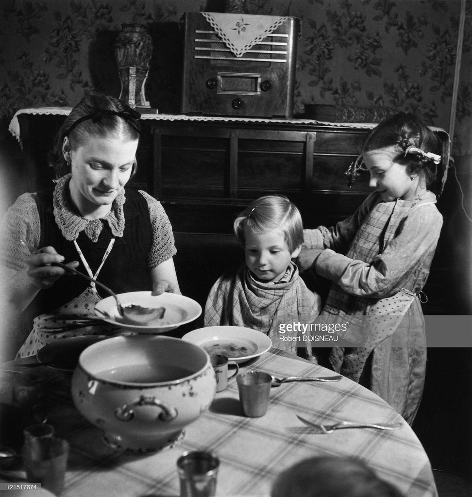 1950. Семейная жизнь. За едой